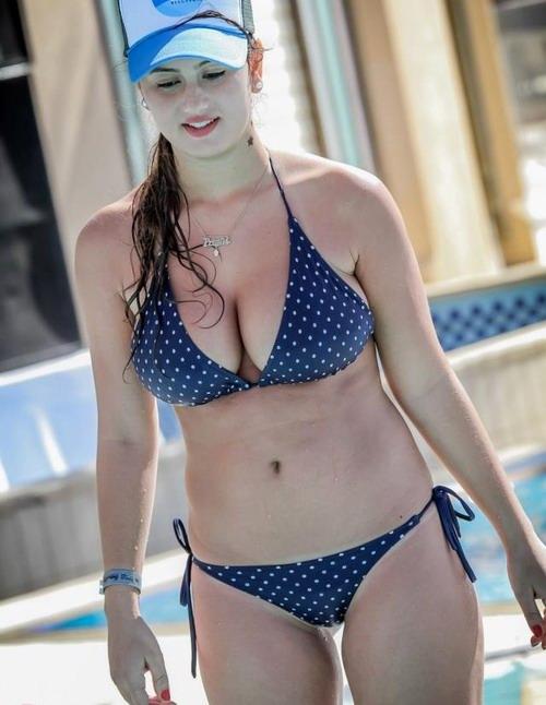 bikini Busty curvy girls